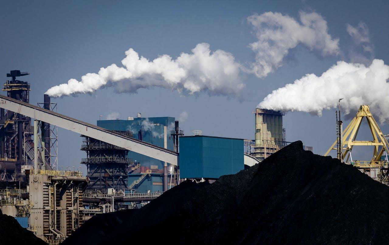 2018-05-14 16:29:30 IJMUIDEN - De hoogovens van staalbedrijf Tata Steel. ANP XTRA ROBIN VAN LONKHUIJSEN