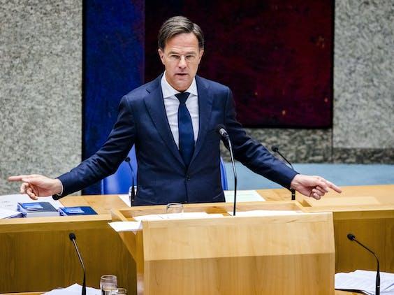Premier Mark Rutte aan het woord tijdens het Tweede Kamerdebat over de ontwikkelingen rondom het coronavirus.