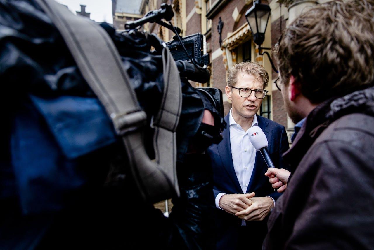Sander Dekker, minister voor Rechtsbescherming, staat de media te woord op het Binnenhof voorafgaand aan de wekelijkse ministerraad.