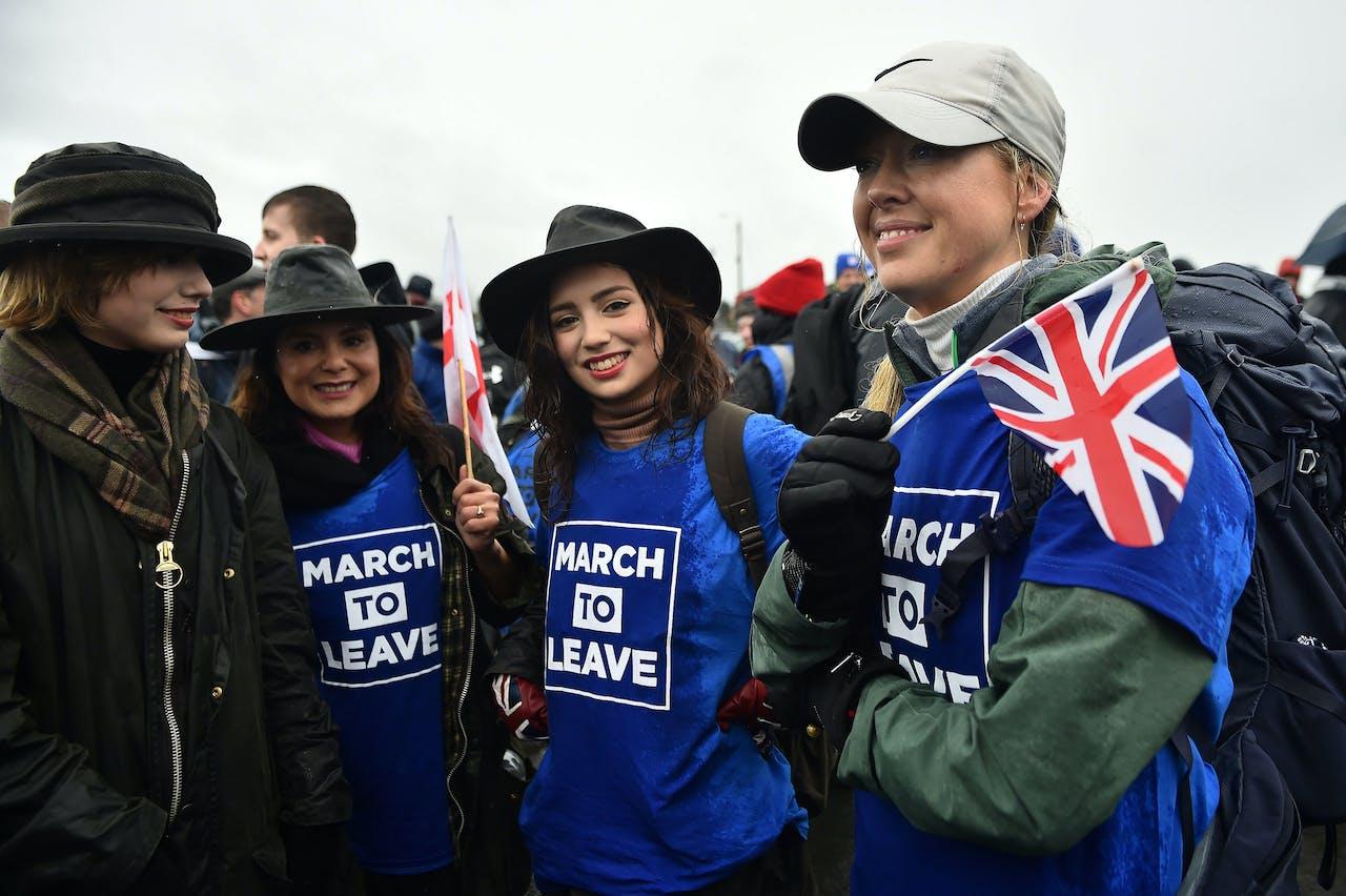 Pro-brexit-demonstranten houden een mars voor de brexit in Sunderland op 16 maart 2019.