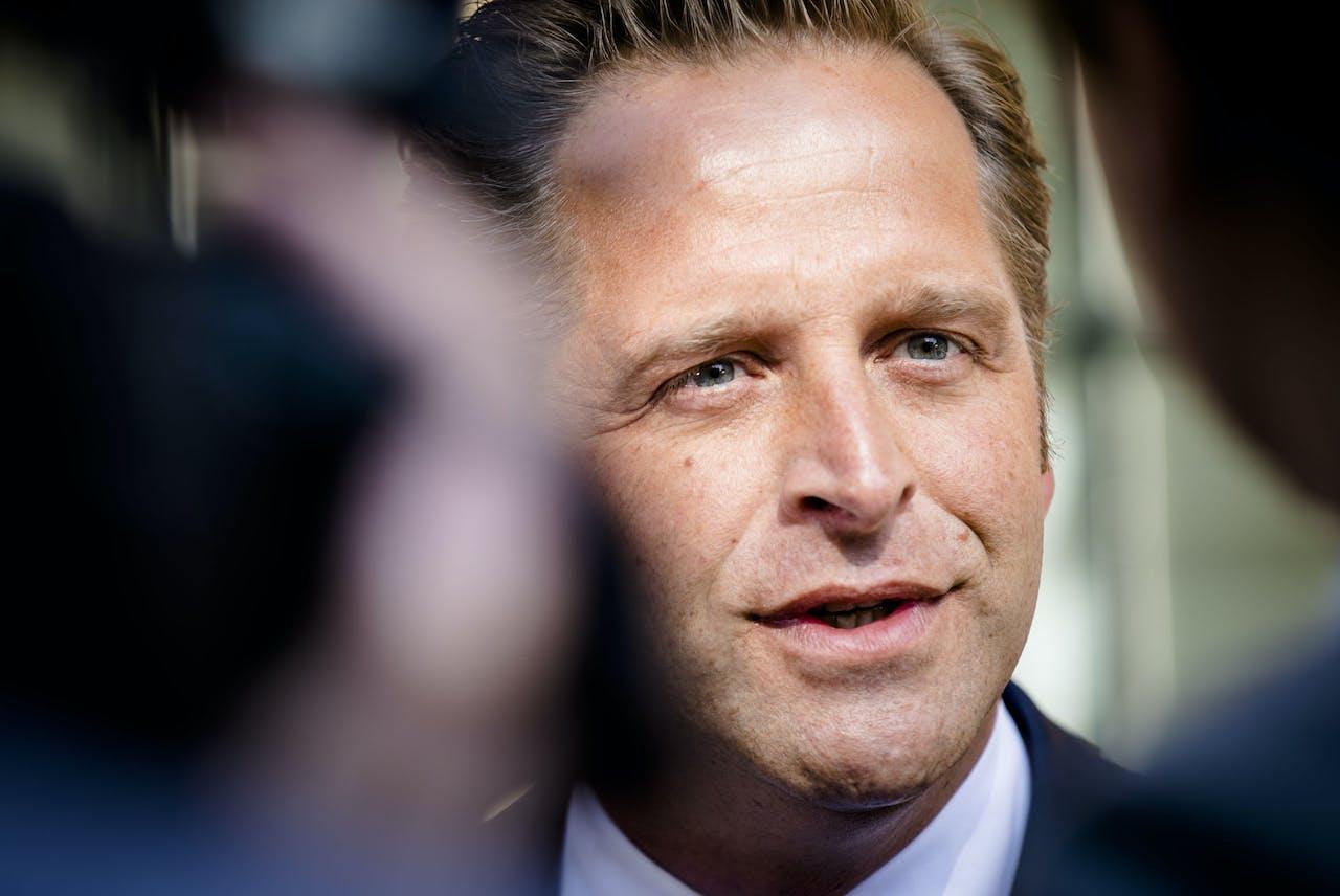 Minister Hugo de Jonge van Volksgezondheid, Welzijn en Sport (CDA) bij aankomst op het Binnenhof voor de eerste ministerraad na het mei-reces.