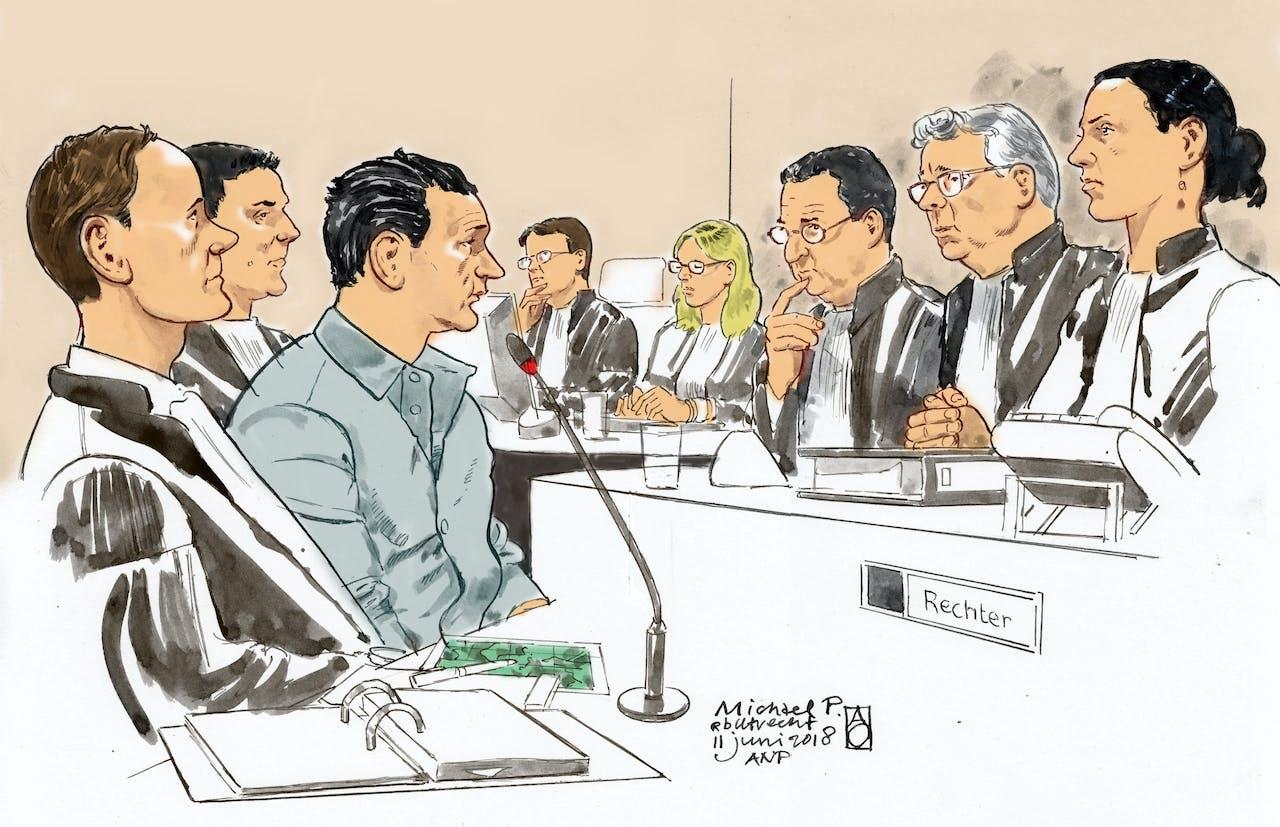 Een rechtbanktekening van Michael P. (3-L) met zijn advocaat mr. Dorrestein (L) en de Voorzitter mr. Van Lieshout (2-R) en de Officieren van Justitie H. Leepel (4-R) en R. Craenen (4-L) in de Utrechtse rechtbank tijdens de rechtszaak voor de moord op Anne Faber.
