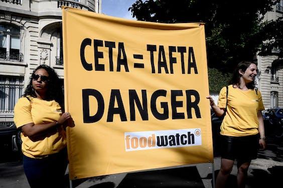 Een demonstratie tegen CETA in Parijs.