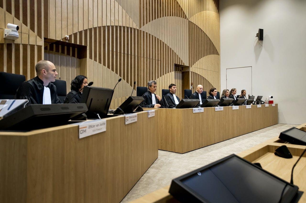 De rechtbank in de rechtszaal in het zwaarbeveiligde Justitieel Complex Schiphol, waar het internationale MH17-proces zal plaatsvinden. Bij de raketaanslag op de vlucht van Malaysian Airways op 17 juli 2014 kwamen 298 mensen om van tien nationaliteiten.