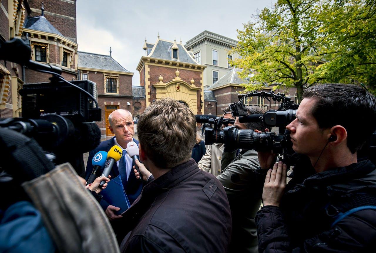 DEN HAAG - Stef Blok, minister van Buitenlandse Zaken, staat de pers te woord bij aankomst op het Binnenhof voor de wekelijkse ministerraad. ANP REMKO DE WAAL