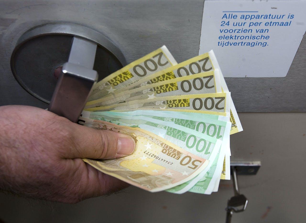 HAARLEM - Geld in de kluis ANP PHOTO XTRA KOEN SUYK