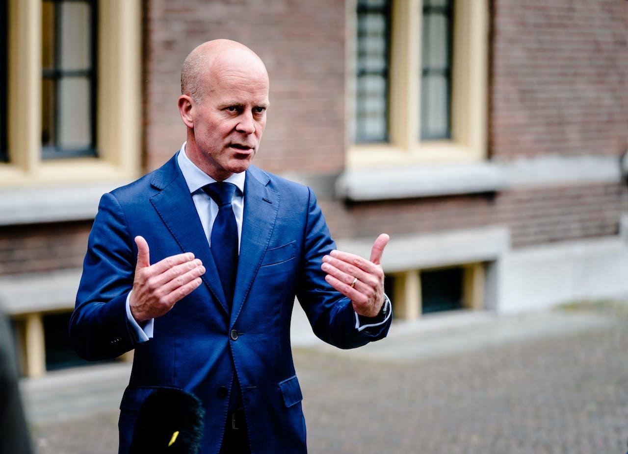 Minister Raymond Knops van Binnenlandse Zaken en Koninkrijksrelaties