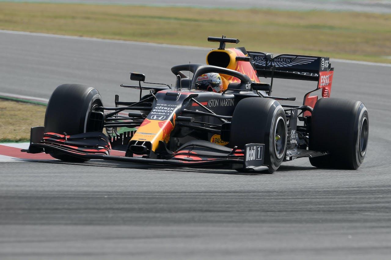 Max Verstappen tijdens de eerste vrije training in Barcelona vrijdag