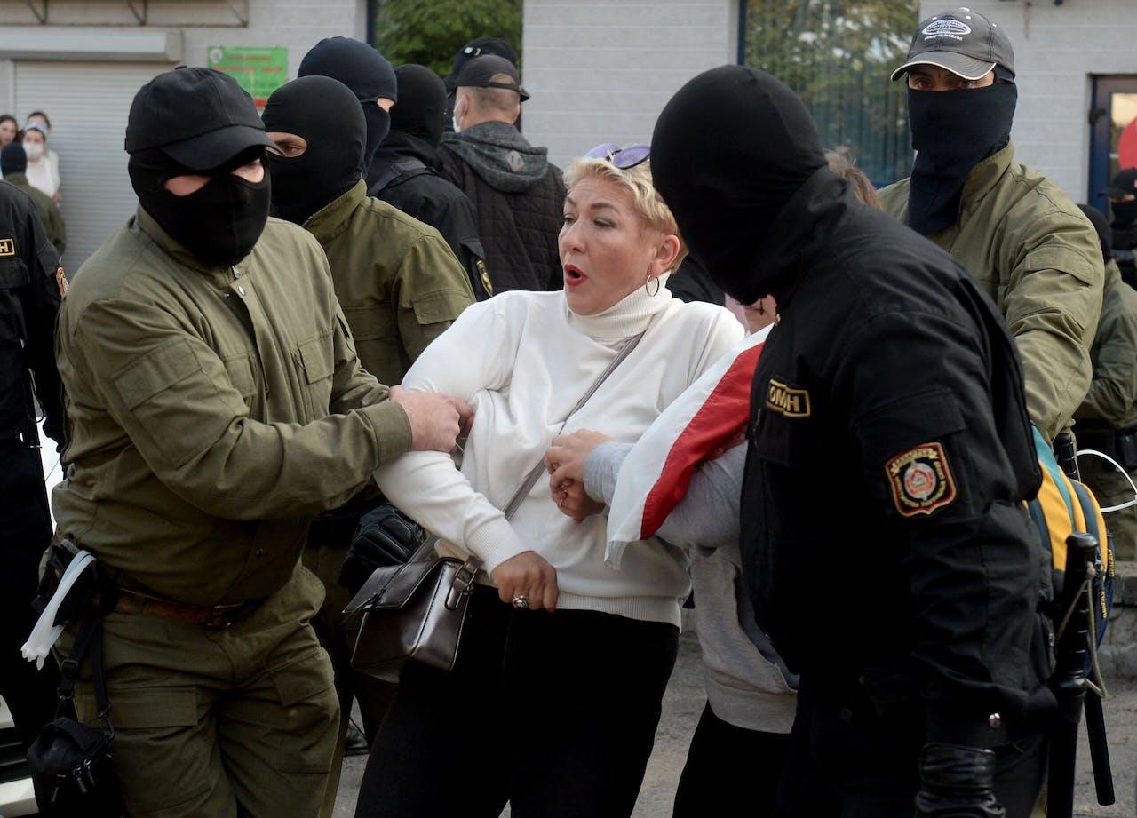 Politie in Minsk arresteert een betoger