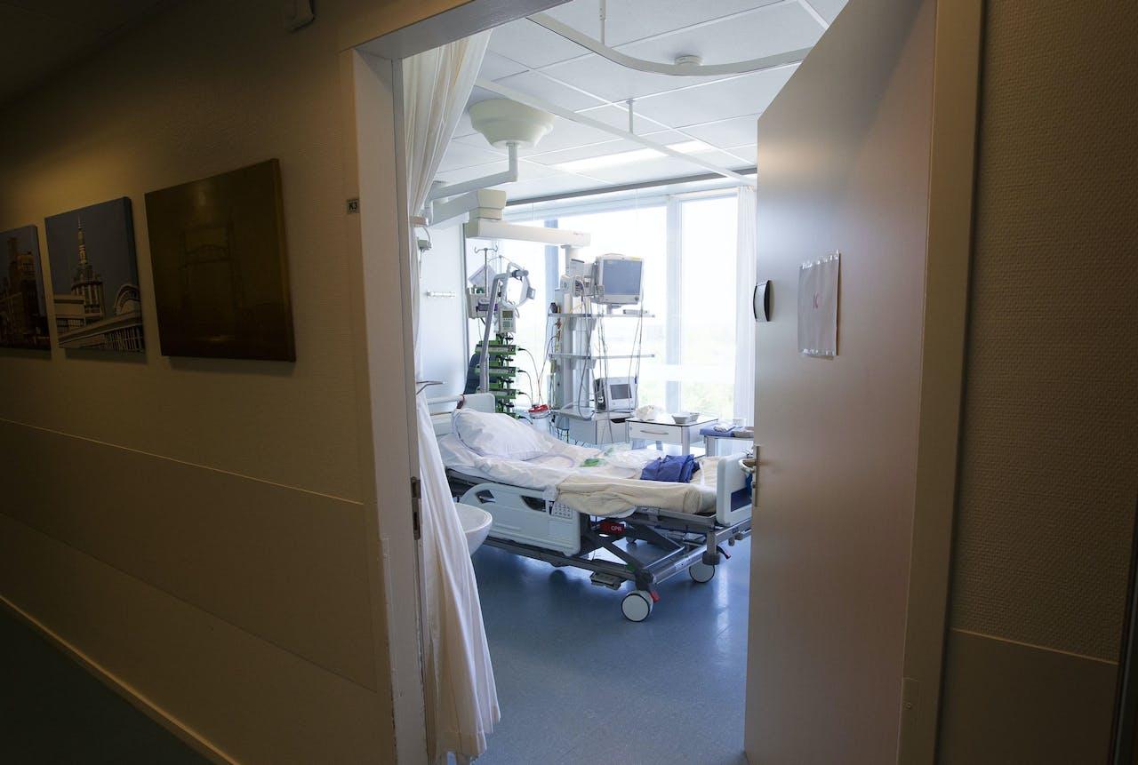 Een intensive care (IC) kamer in een ziekenhuis.