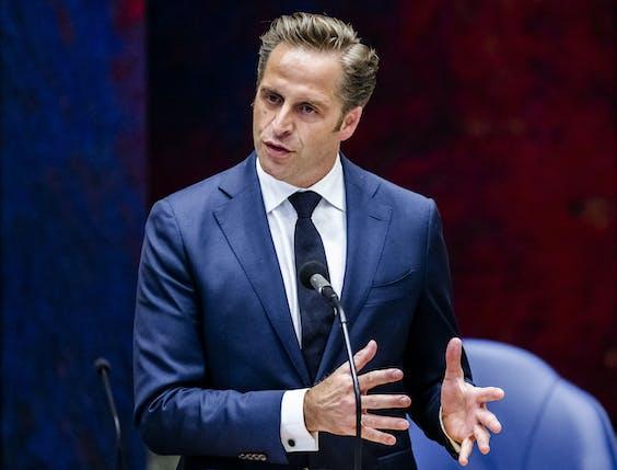 Hugo de Jonge, demissionair minister van Volksgezondheid, Welzijn en Sport, in de Tweede Kamer tijdens een debat over de ontwikkelingen rondom het coronavirus.