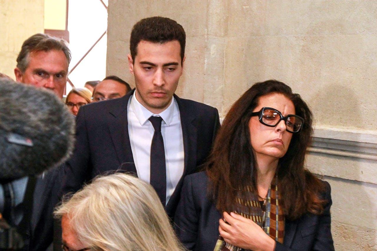 Francoise Bettencourt-Meyers samen met haar zoon Jean-Victor, die een stoeltje in de board van L'Oreal heeft.