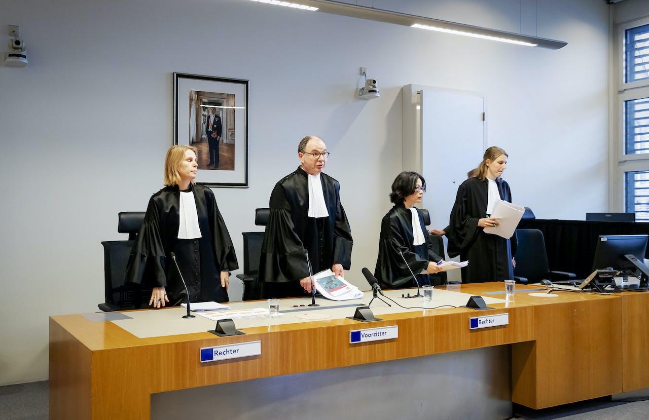 De wrakingskamer voorafgaand aan de uitspraak over de rechters in de strafzaak tegen verdachte Gökmen T.
