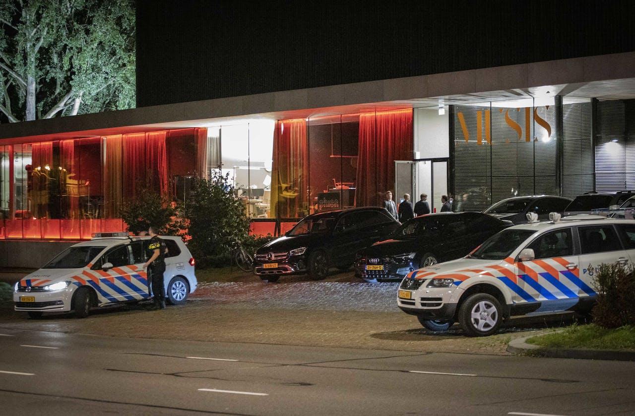 Politie bij Musis waar ren evenement van Forum voor Democratie van Thierry Baudet enige tijd is stilgelegd.