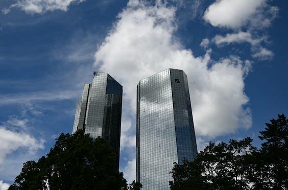 Het hoofdgebouw van Deutsche Bank in Frankfurt