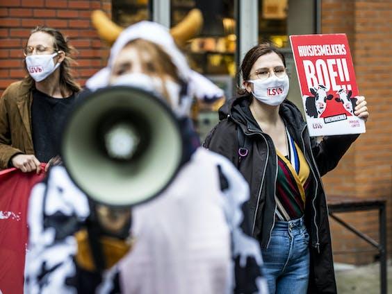 De LSVB en FNV Young & United vragen met een protestactie aandacht voor een huisjesmelkersboete.
