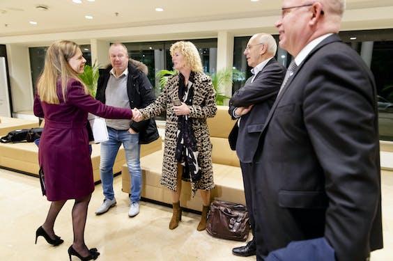 Minister Carola Schouten met vertegenwoordigers van het Landbouw Collectief.
