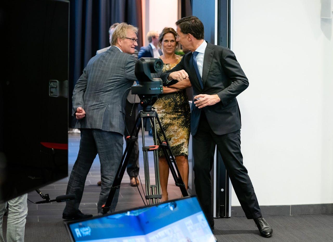 Premier Mark Rutte Hans de Boer, oud-voorzitter VNO-NCW tijdens een bijeenkomst over de miljoenennota.