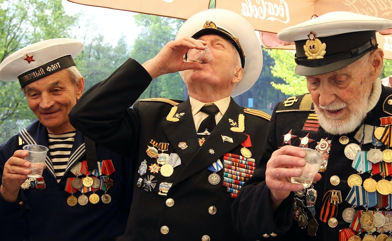 Russische veteranen toasten