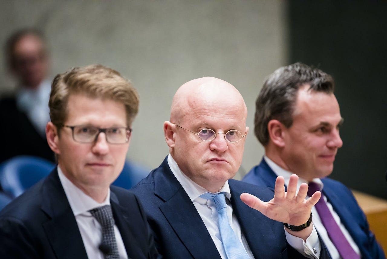 (VLNR) Minister Sander Dekker voor Rechtsbescherming (VVD), minister Ferdinand Grapperhaus van Justitie en Veiligheid (CDA) en staatssecretaris Mark Harbers van Justitie en Veiligheid (VVD)