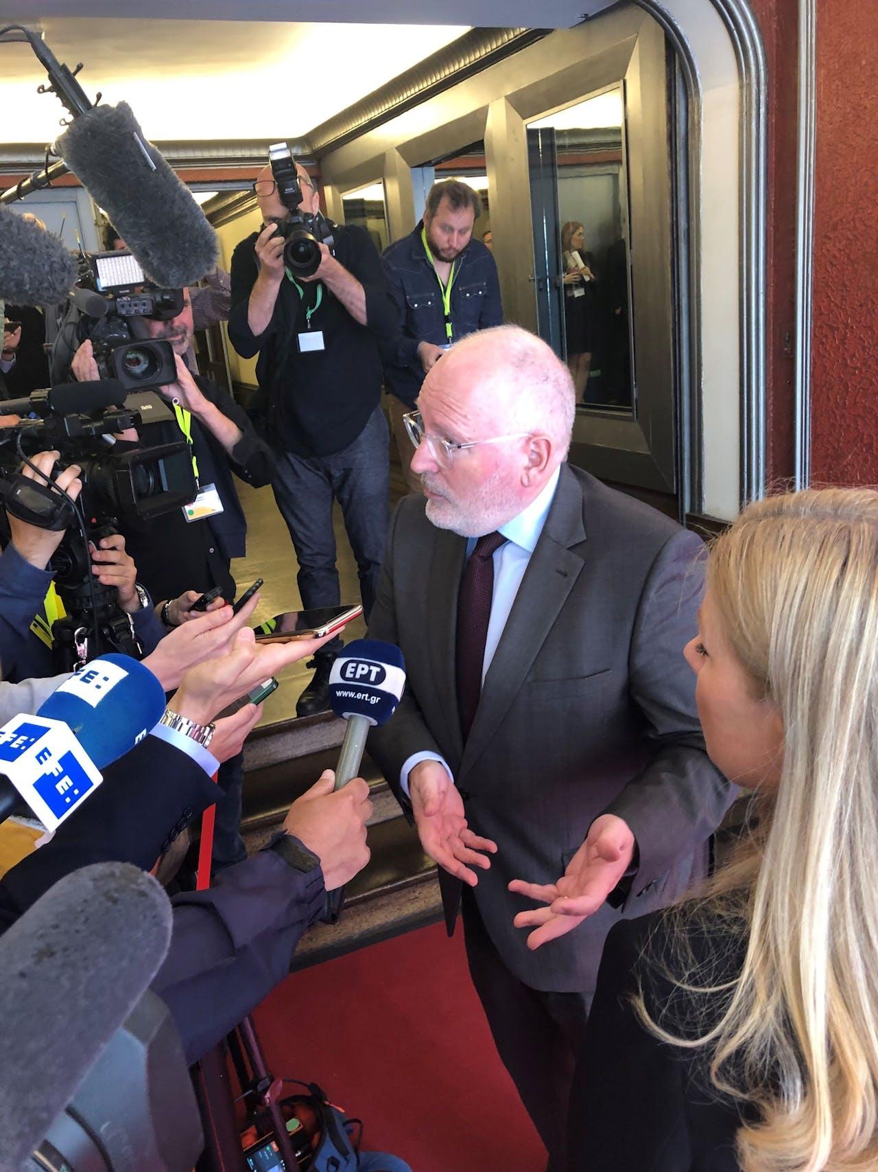 Frans Timmermans in gesprek met de pers in Brussel.
