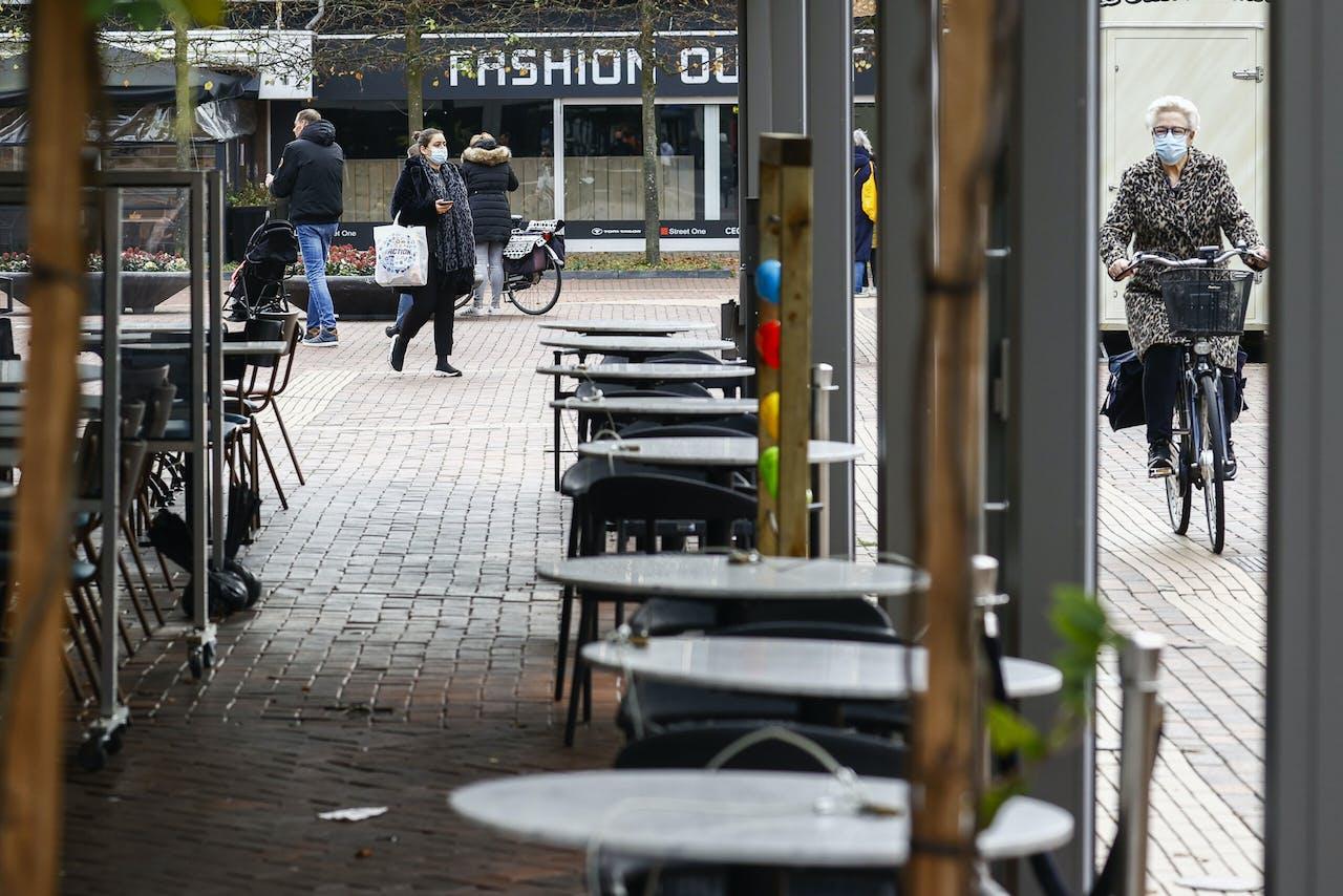 Gesloten terrassen zijn inmiddels een vertrouwd straatbeeld