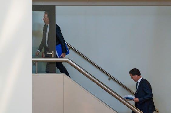 Minister Hugo de Jonge van Volksgezondheid, Welzijn en Sport (CDA) en Premier Mark Rutte.