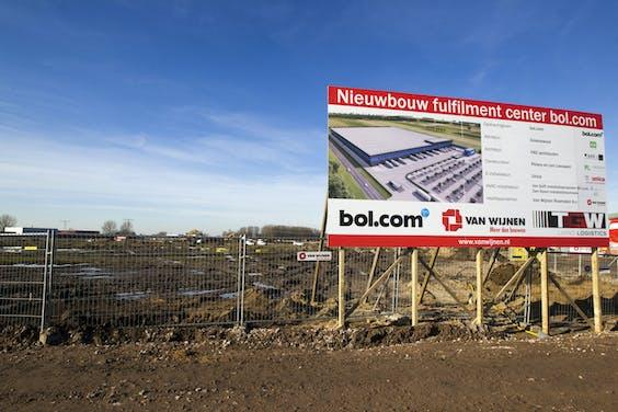 Bouwterrein in Waalwijk waar het nieuwe distributiecentrum van Bol.com komt.