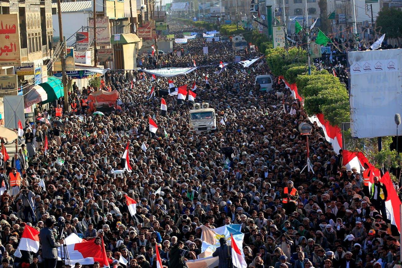 Aanhangers van de Huthi-rebellen in de hoofdstad Sanaa, gisteren.