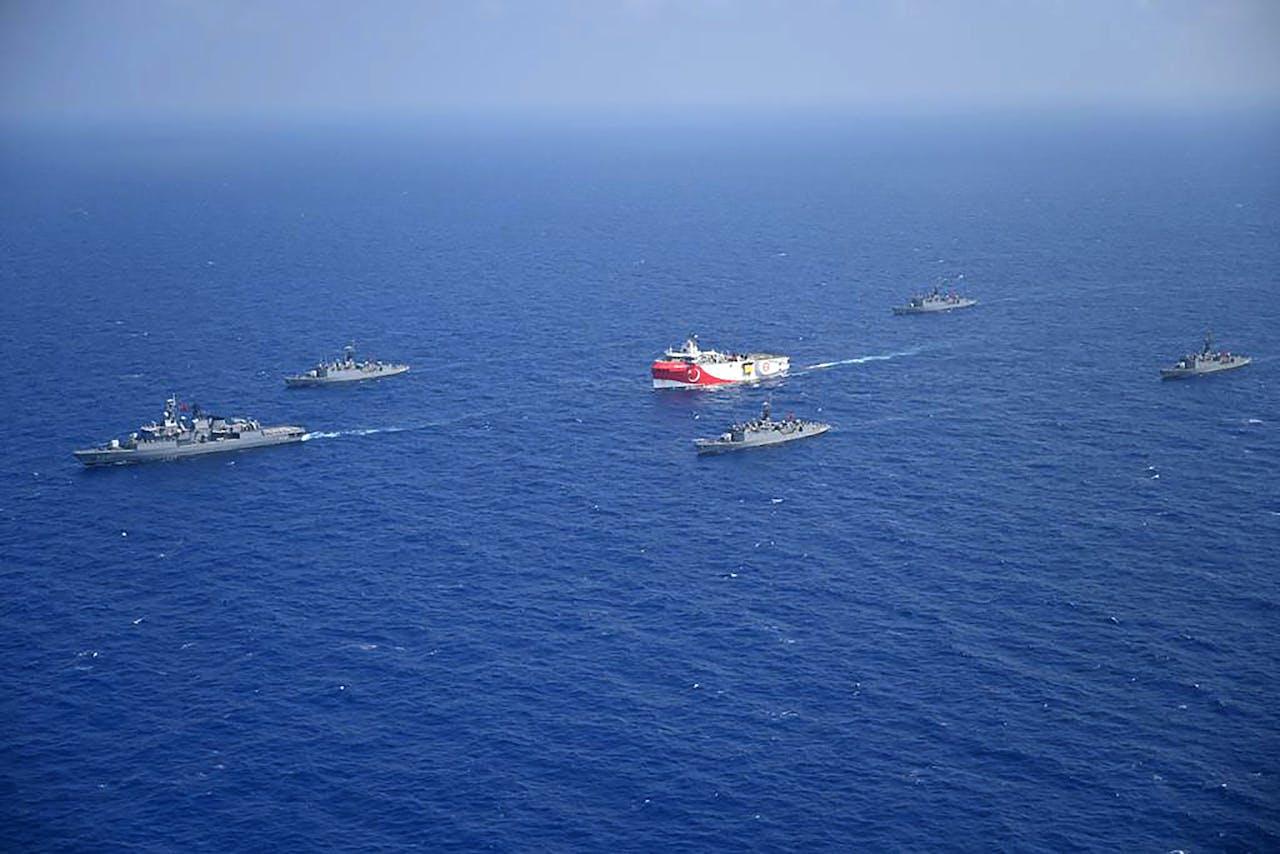 Beelden van de Turkse ministerie van Defensie van de schepen in de Middellandse Zee