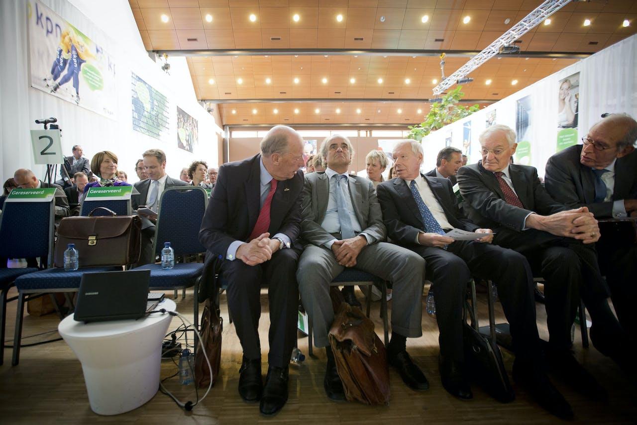 Beleggers voorafgaand aan de aandeelhoudersvergadering van KPN. foto: ANP/Evert-Jan Daniels