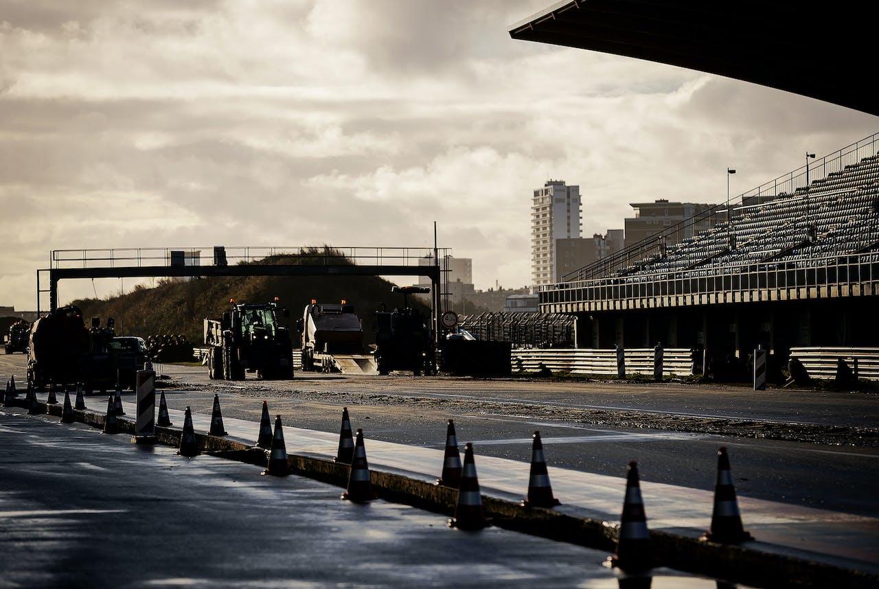 Werkzaamheden op Circuit Zandvoort, tijdens een media-update over de verbouwing van het circuit. In 2020 wordt op het circuit de Formule 1 Dutch Grand Prix gereden.