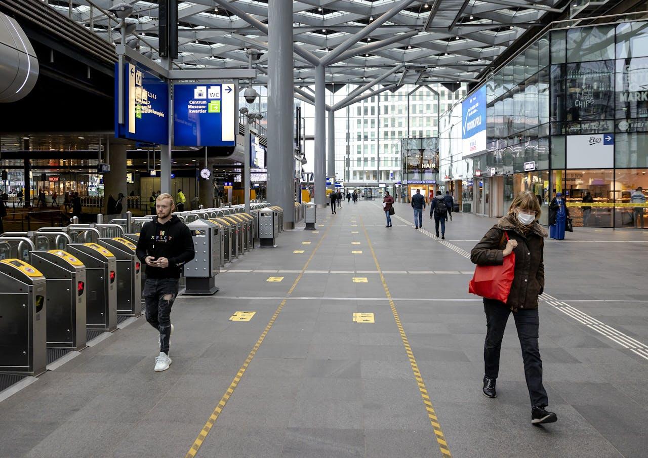 Rustige ochtendspits op station Den Haag Centraal.