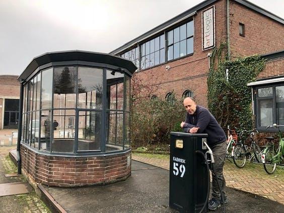 Greg Kalfus bij Fabriek 59 in Tilburg, het terrein van de voormalige textielfabriek van zijn familie.