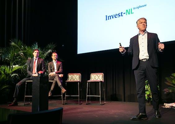 Minister Hoekstra van Financiën, minister Wiebes van Economische Zaken en Klimaat en CEO Invest-NL Wouter Bos