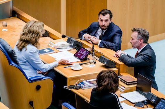 Kamervoorzitter Vera Bergkamp, Thierry Baudet (FvD) en Wybren van Haga (FvD)