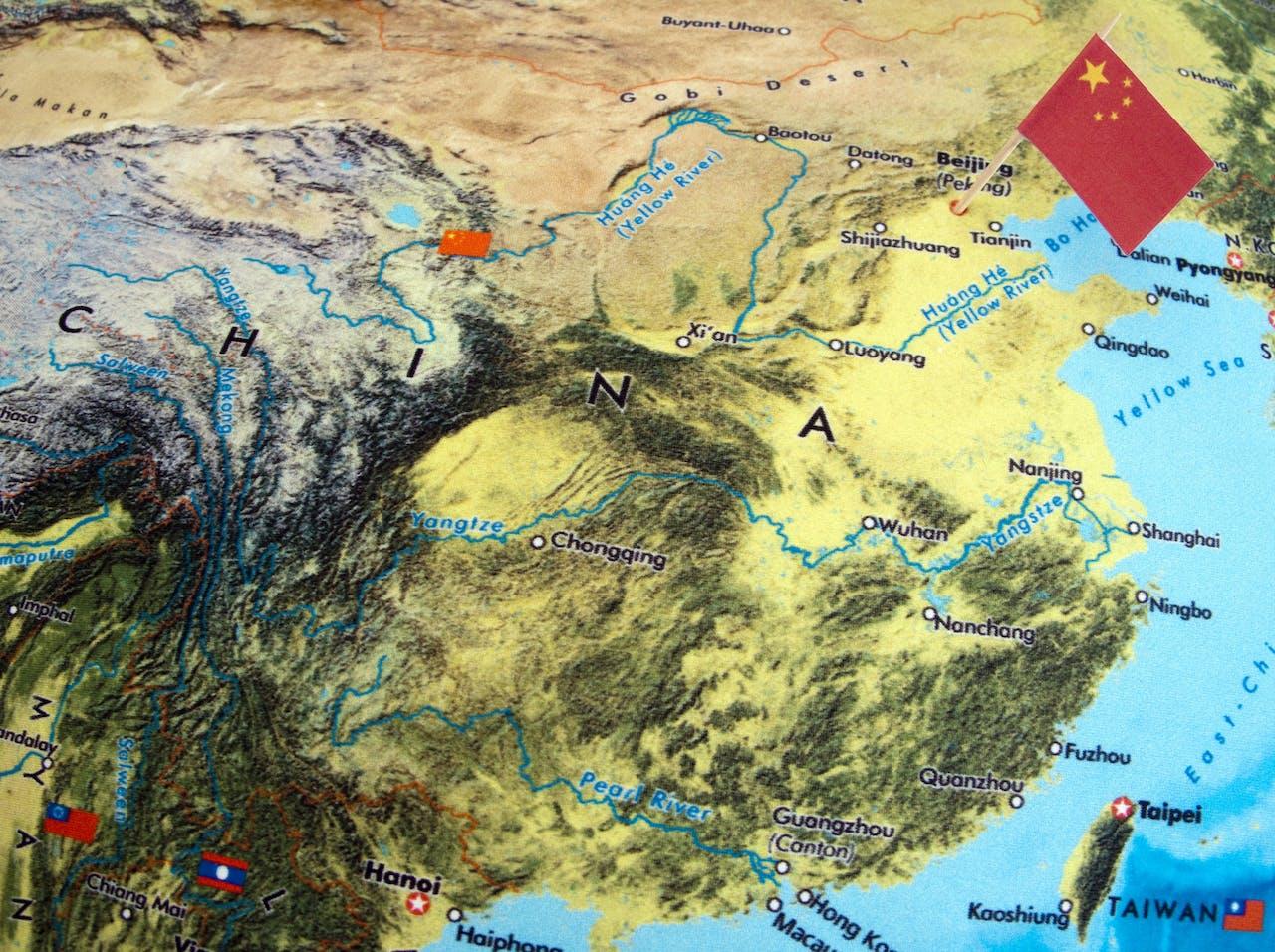 China Wil Graag Landen Voor Zijn Karretje Spannen Bnr