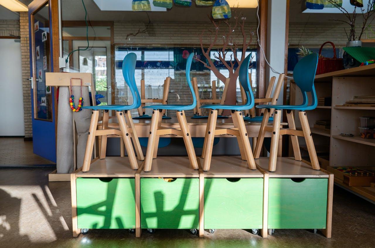 Een leeg klaslokaal op een basisschool in Den Haag