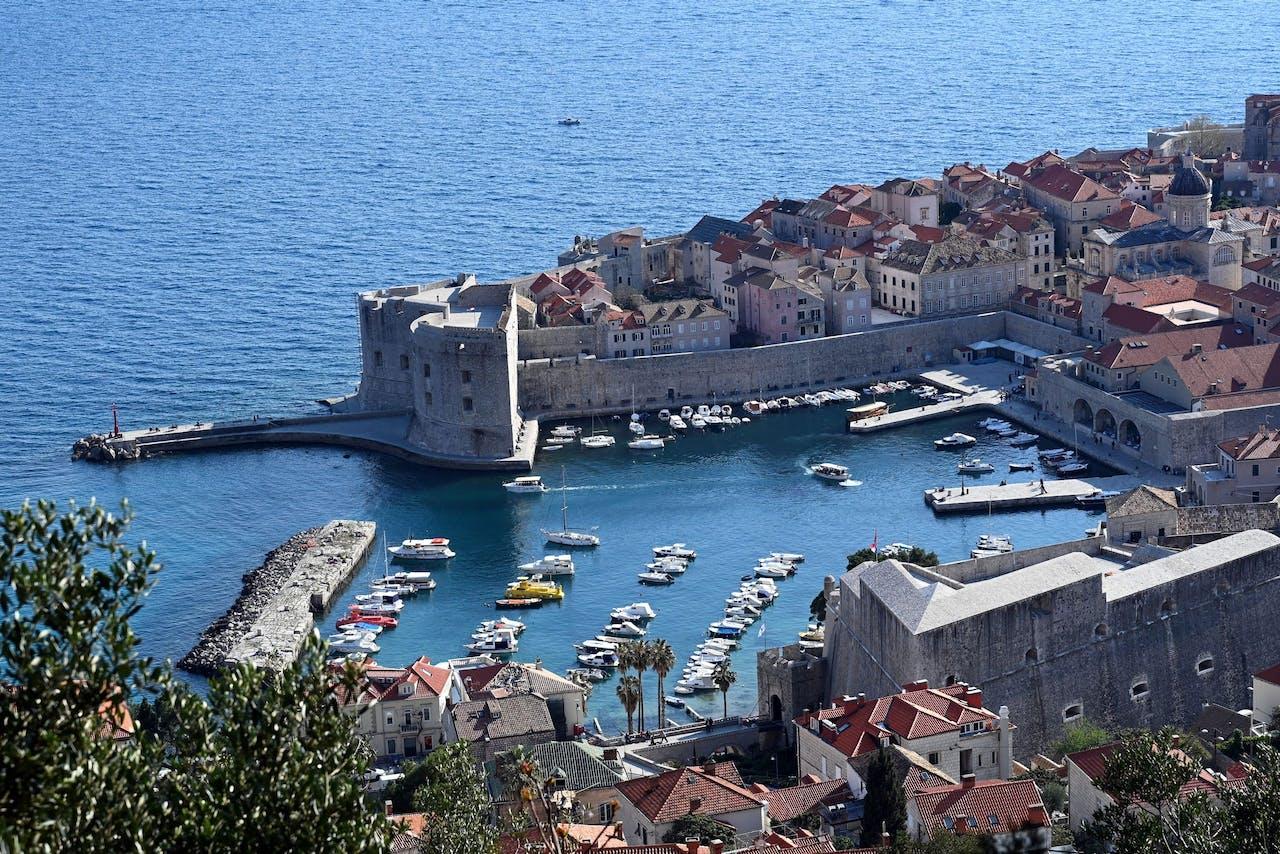 Dubrovnik in drukkere tijden. Normaal lijdend onder overtoerisme, nu een plek waar ondernemers nauwelijks het hoofd boven water kunnen houden. Denis LOVROVIC / AFP