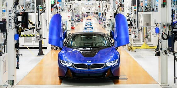De laatste i8 rolt van de band in de BMW-fabriek