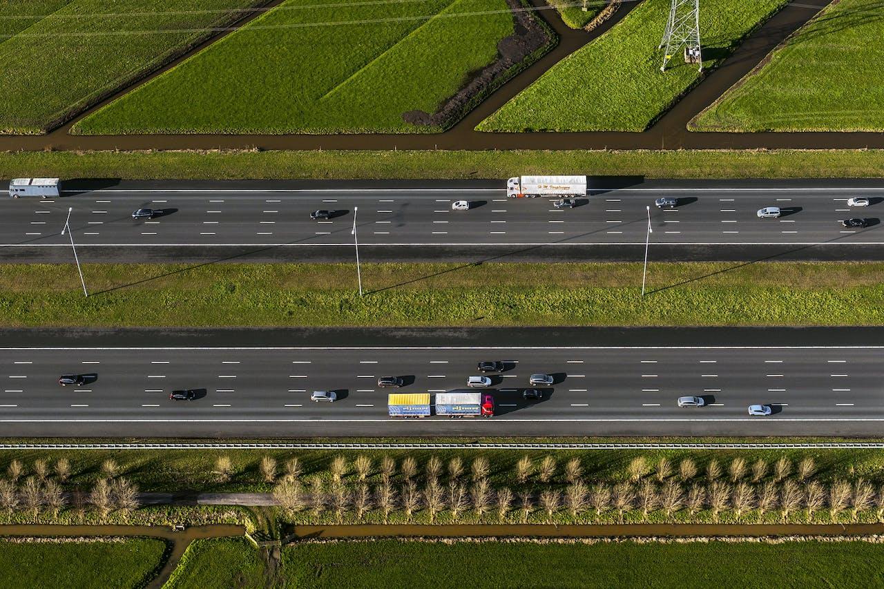 Nederland, Utrecht, Vinkeveen, 28-01-2016; autosnelweg A2 ter hoogte van Vinkeveen