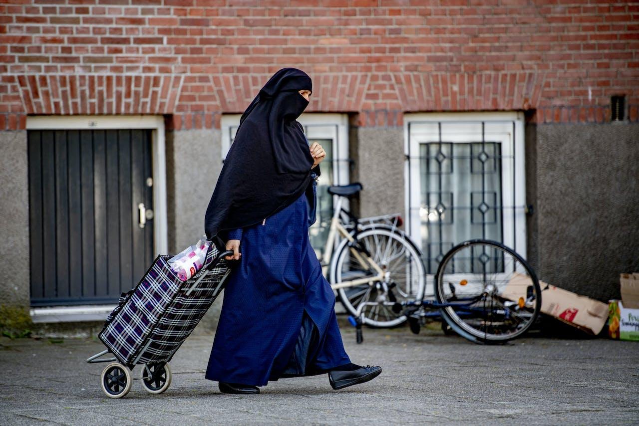 Een vrouw met burka