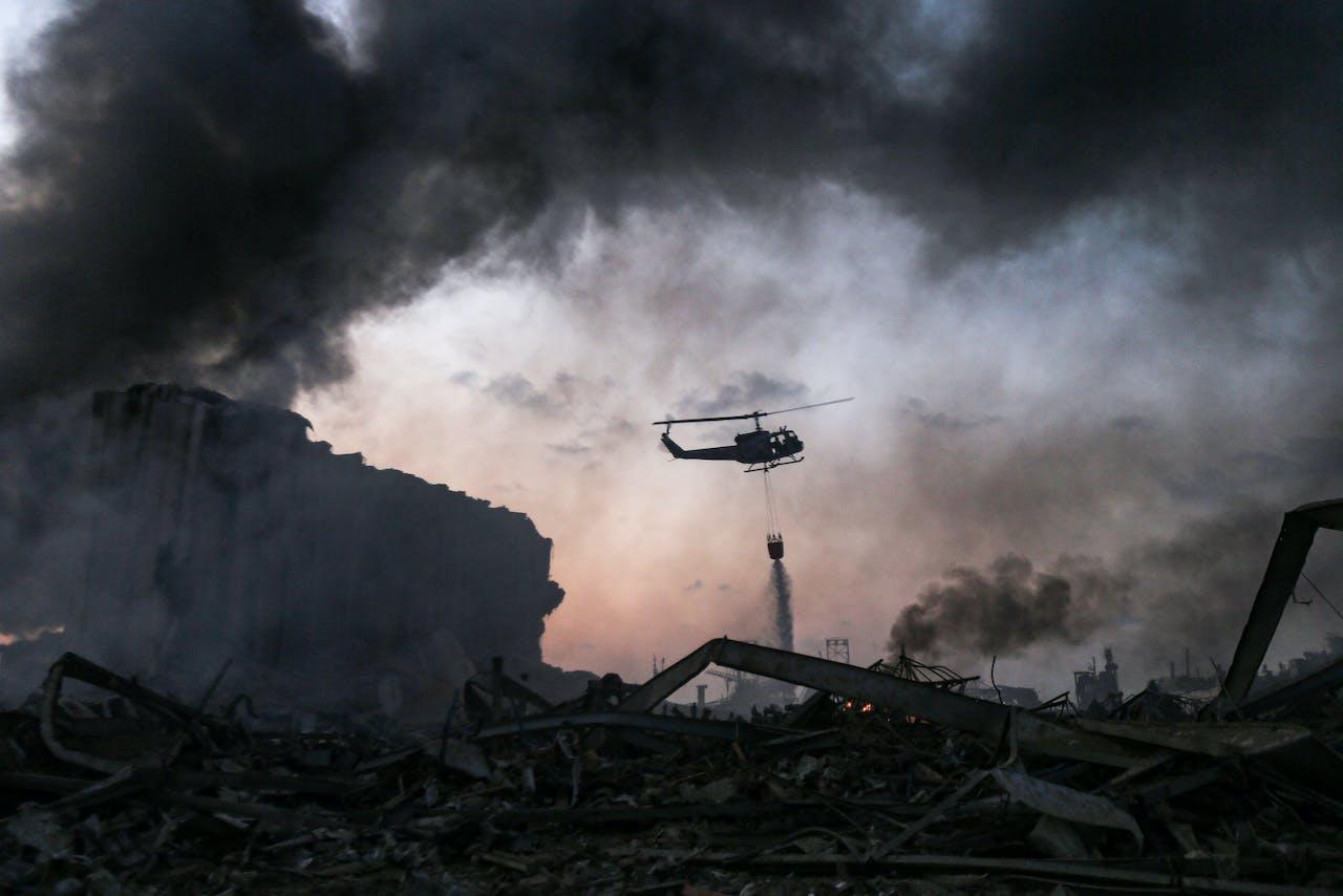 Een blushelikopter in de haven van de Libanese hoofdstad Beiroet.