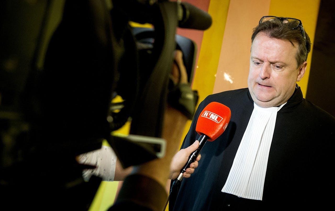 Advocaat Korver tijdens de rechtszaak tegen Robert M.