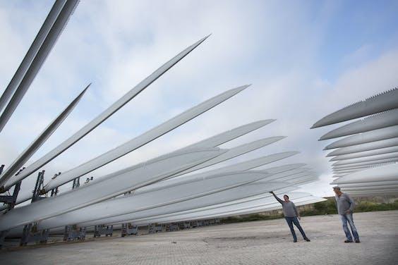 Er moeten uiteindelijk 82 windmolens komen te staan in Windpark Wieringermeer.
