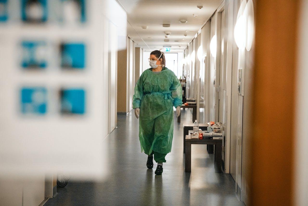 De zorg is een sector waar veel behoefte is aan geschoold personeel