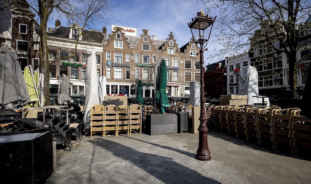 Gesloten terrassen op het Leidseplein in Amsterdam