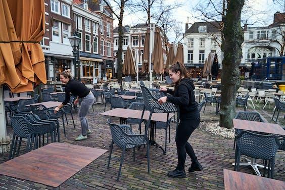 De cafes op het Plein in Den Haag