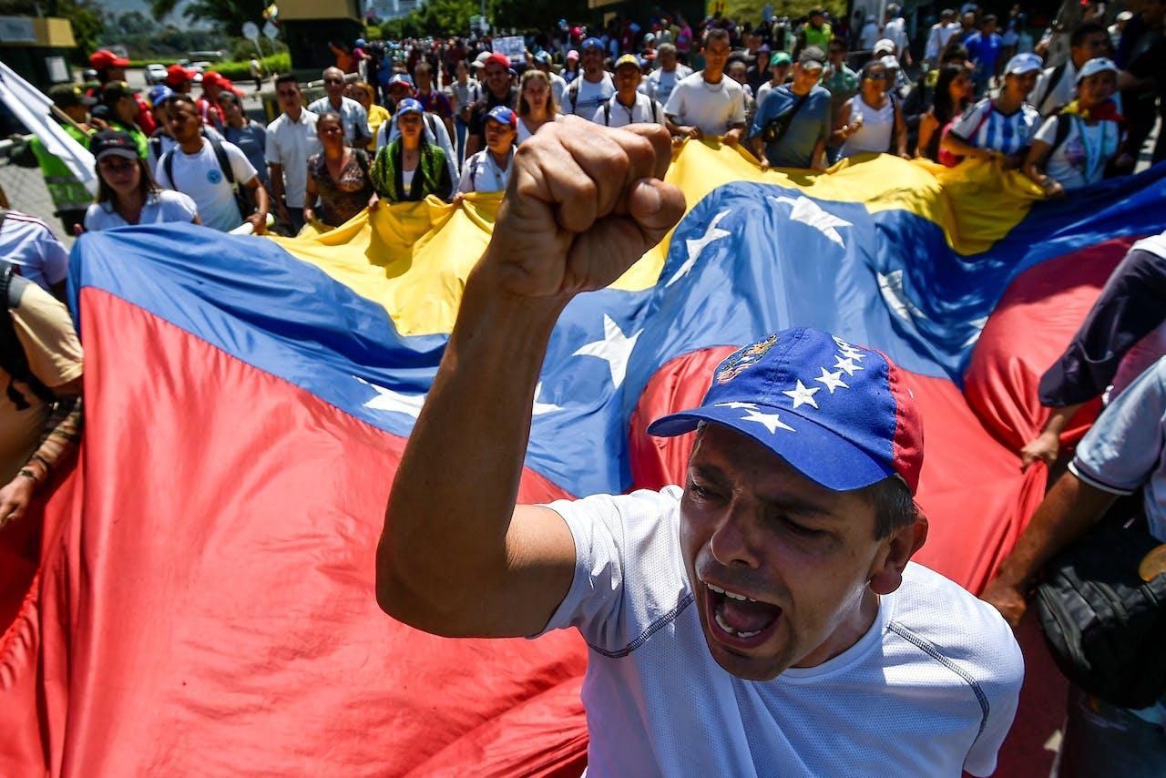 Venezolanen demonstreren tegen de regering van Nicolas Maduro.