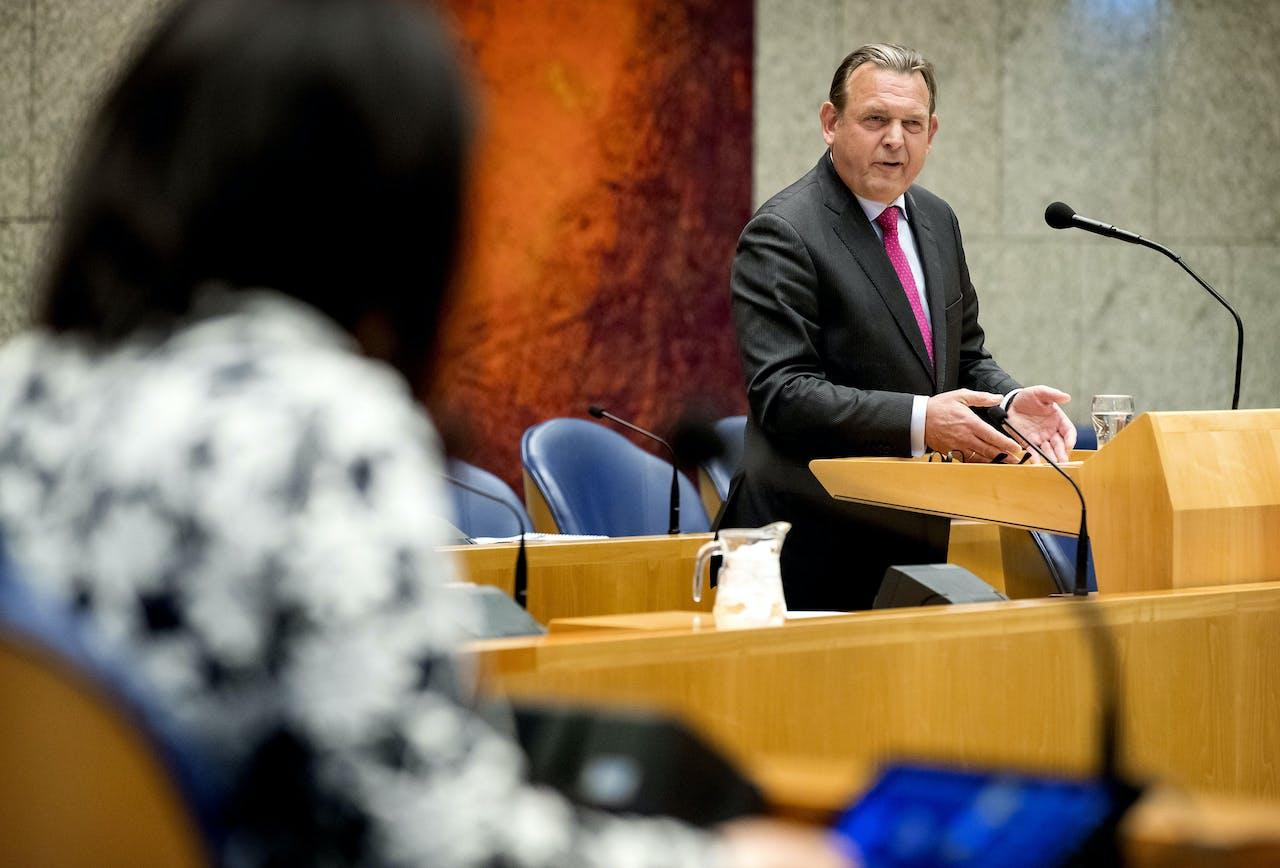 Reinier van Zutphen in de Tweede Kamer tijdens het aanbieden van de jaarverslagen van de Nationale ombudsman - 2019.